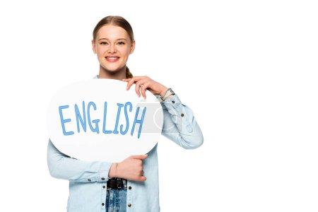 Photo pour Fille souriante avec tresse tenant bulle de discours avec lettrage anglais isolé sur blanc - image libre de droit