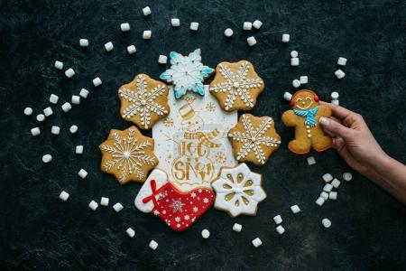 gingerbreads with christmas card