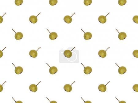 Foto de Patrón hermoso botánico de peras maduras verdes sobre blanco - Imagen libre de derechos