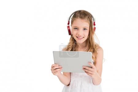 niño en auriculares con tableta