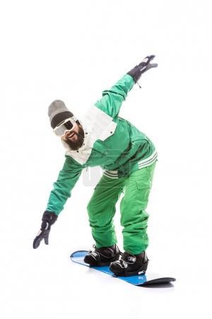 Photo pour Homme en costume et lunettes de snowboard glissant sur snowboard isolé sur blanc - image libre de droit