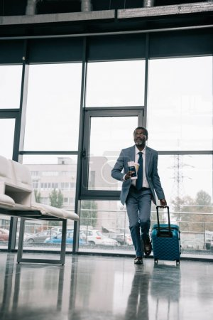 businessman hurrying up for flight