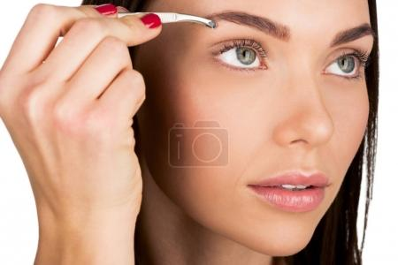 woman doing eyebrow correction
