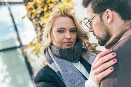 couple in autumn outfit