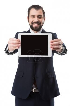 Photo pour Sourire d'affaires montrant une tablette numérique avec écran blanc, isolé sur blanc - image libre de droit