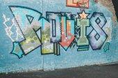 """Постер, картина, фотообои """"красочные граффити на стене с баскетбольное кольцо ночью"""""""