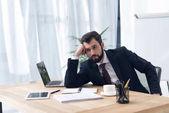 """Постер, картина, фотообои """"Портрет устал бизнесмена, сидя на рабочем месте в офисе"""""""