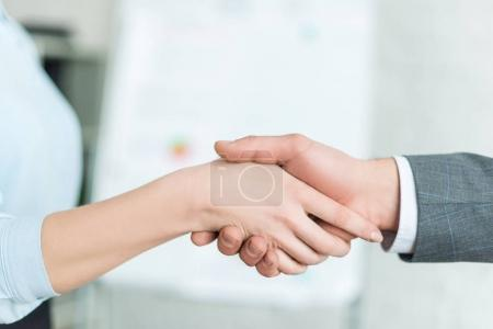 cropped shot of businesspeople shaking hands