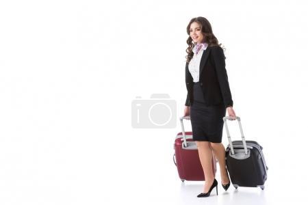 Photo pour Belle hôtesse de l'air avec des sacs sur roulettes isolés sur blanc - image libre de droit