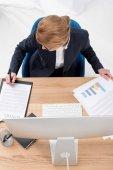"""Постер, картина, фотообои """"вид сверху предприниматель делает документы на рабочем месте в офисе"""""""