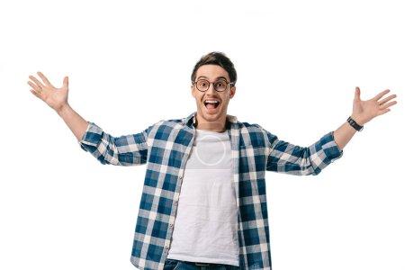 Photo pour Excité beau homme regardant caméra avec les bras ouverts isolés sur blanc - image libre de droit