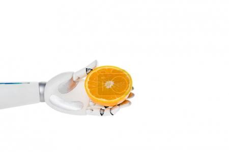 Photo pour Photo recadrée de robot détenant la moitié d'orange isolé sur blanc - image libre de droit