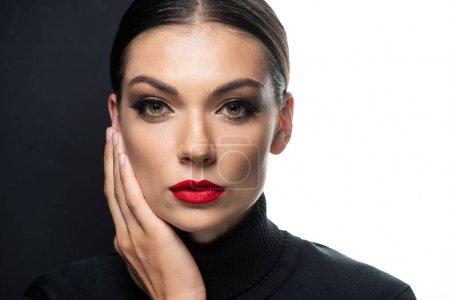 Photo pour Belle femme aux lèvres rouges isolées sur blanc et noir - image libre de droit