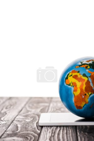 Photo pour Globe on digital tablet isolated on white, e-commerce concept - image libre de droit