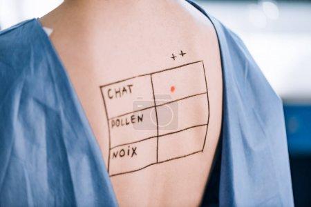 Photo pour Vue en coupe d'une femme avec lettres et marques au verso - image libre de droit