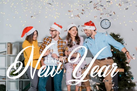Photo for Cheerful businessmen and multicultural businesswomen in santa hats toasting champagne glasses near falling confetti with happy new year illustration - Royalty Free Image