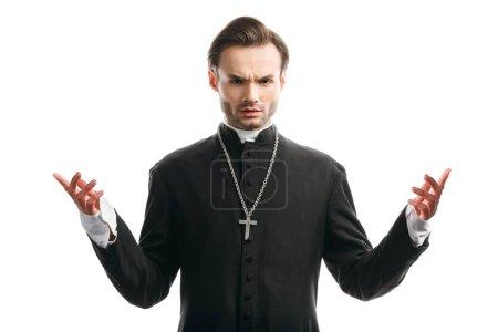 Photo pour Confiant, sérieux prêtre catholique debout avec les bras ouverts isolés sur blanc - image libre de droit