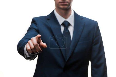 Photo pour Vue recadrée de l'homme d'affaires en costume pointant du doigt isolé sur blanc - image libre de droit