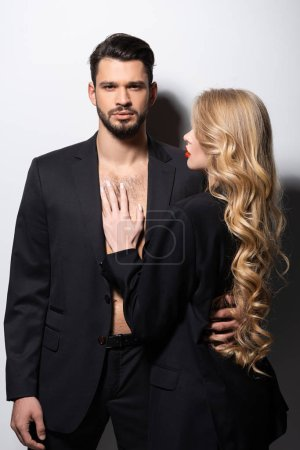 Photo pour Attrayant femme regardant bel homme sur blanc - image libre de droit