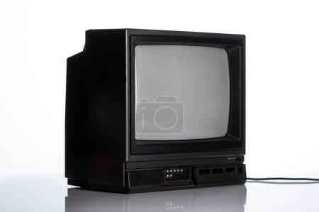 Photo pour Vintage tv sur blanc, concept d'évolution - image libre de droit