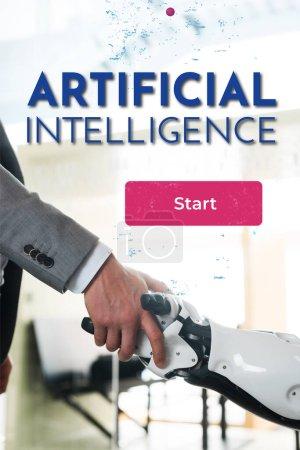 Photo pour Vue partielle d'un homme d'affaires et d'un robot serrant la main au bureau, illustration de l'intelligence artificielle - image libre de droit