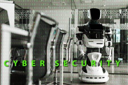 Foto de Enfoque selectivo del robot humanoide que se encuentra en la sala de conferencias de la oficina moderna, ilustración de ciberseguridad. - Imagen libre de derechos