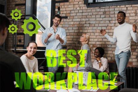 Photo pour Des gens d'affaires multiculturels joyeux qui font des gestes en discutant d'idées d'affaires au bureau, meilleure illustration du milieu de travail - image libre de droit