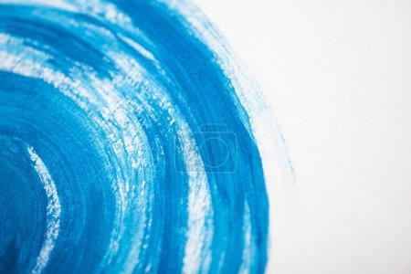 Photo pour Peinture japonaise avec aquarelle bleue sur fond blanc - image libre de droit