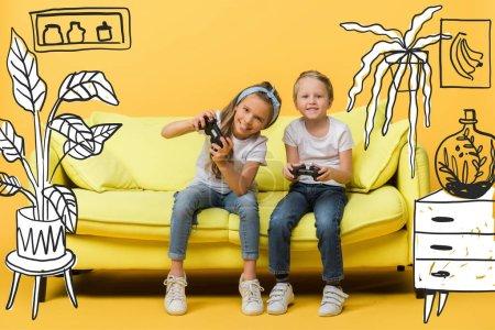 Photo pour KYIV, UKRAINE - 4 MARS 2020 : heureux frères et sœurs jouant à un jeu vidéo avec des joysticks sur canapé jaune, illustration intérieure - image libre de droit