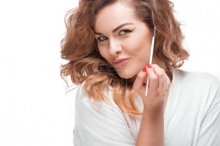 woman holding eyeliner