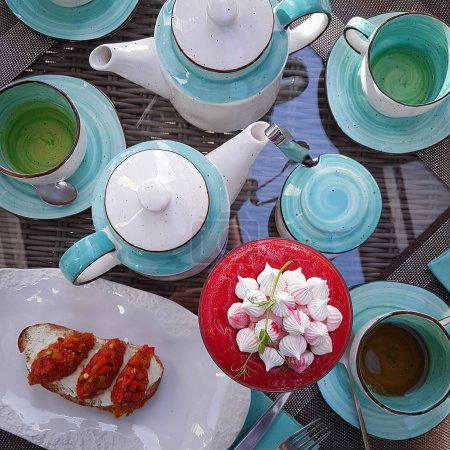 Serving in a restaurant, Tea, Turquoise dishes