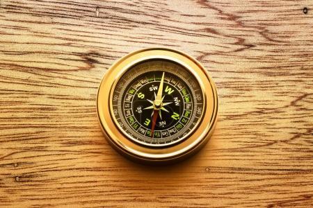 Photo pour Compas moderne avec cadran noir - image libre de droit