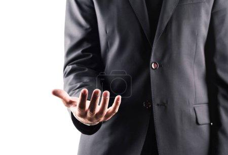 Photo pour Vue recadrée de l'homme d'affaires en costume à la main ouverte, isolé sur blanc - image libre de droit