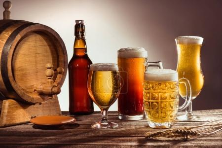 barrel and glasses of beer