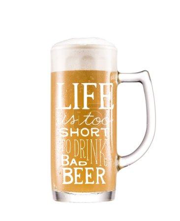 Photo pour Bouchent la vue de la chope de bière froide - image libre de droit