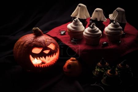halloween cupcakes and pumpkin