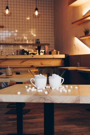 Tassen Kakao im Café