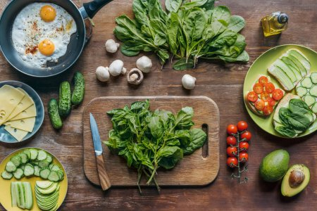 spinach and knife on cutting board