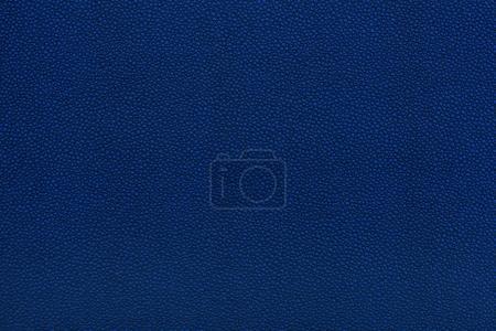 Photo pour Vue rapprochée de la texture du tissu en cuir bleu - image libre de droit