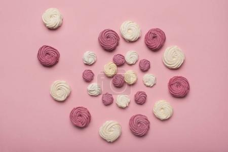 spiral of white and berry marshmallows