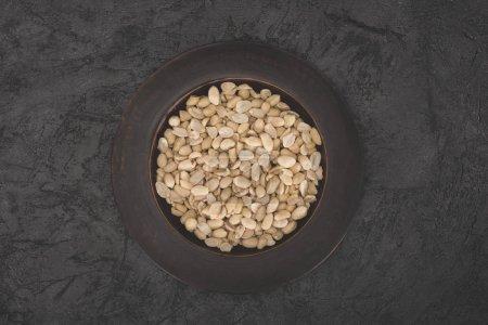 leckere Erdnüsse auf dem Teller