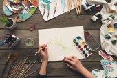 """Постер, картина, фотообои """"художник, опираясь на рабочем месте"""""""