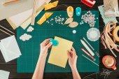 """Постер, картина, фотообои """"обрезанное изображение конструктора сшивание листов бумаги для скрапбукинга открытка"""""""
