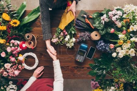 Photo for Cropped image of florist and customer shaking hands - Royalty Free Image