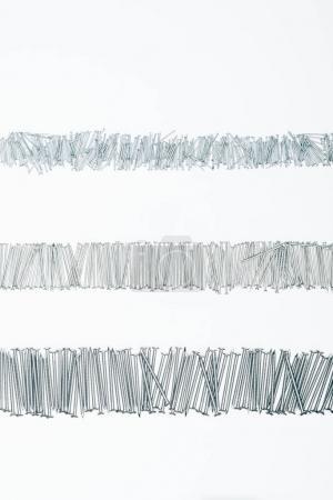 Photo pour Vue de dessus de clous disposés de charpente avec copie espace isolé sur blanc - image libre de droit