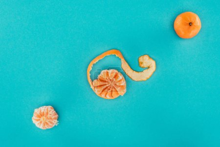 flat lay with arranged ripe tangerines isolated on blue
