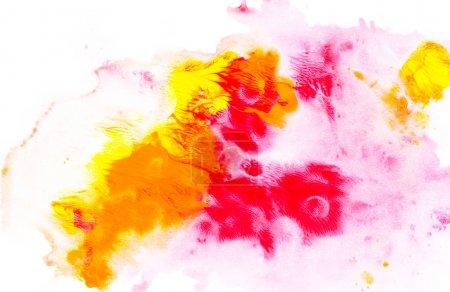 Photo pour Peinture abstraite avec des taches de peinture aquarelle colorées vives sur blanc - image libre de droit