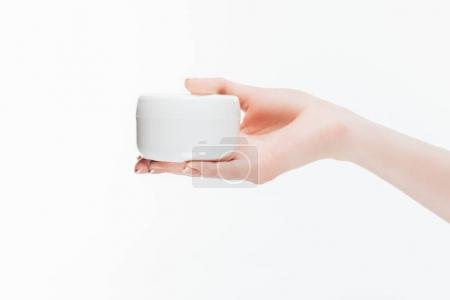 Photo pour Plan recadré de femme tenant pot de crème anti-rides isolé sur blanc - image libre de droit