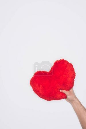 Photo pour Recadrée tir d'homme tenant oreiller coeur rouge isolé sur blanc, st valentin concept - image libre de droit