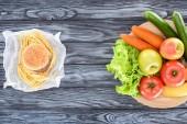"""Постер, картина, фотообои """"вид сверху гамбургер с картофелем и свежих фруктов с овощами на деревянный стол"""""""